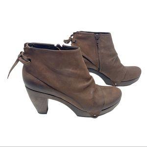 Coclico Ndakinna distressed leather ankle booties